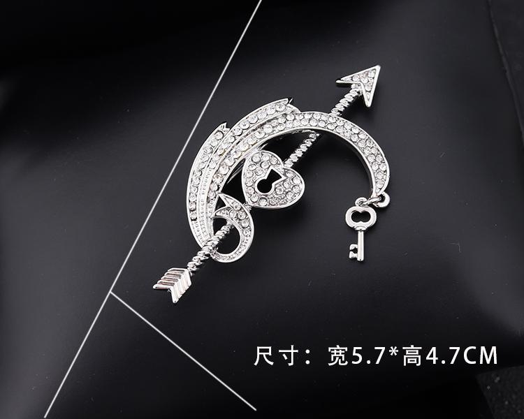 arrow of love pin 03