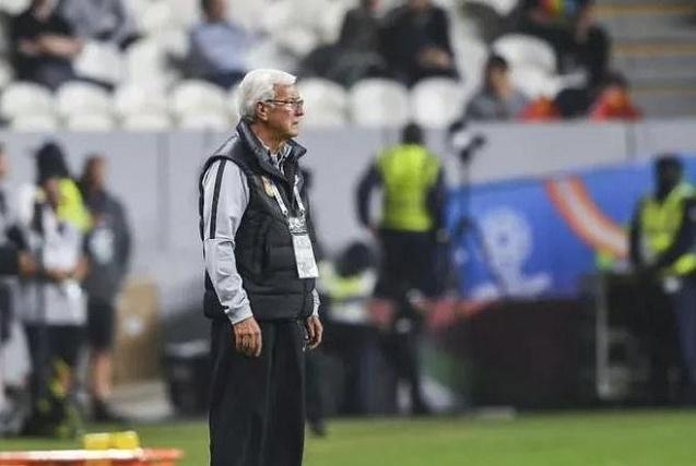I want to make a lapel pin for Lippi.
